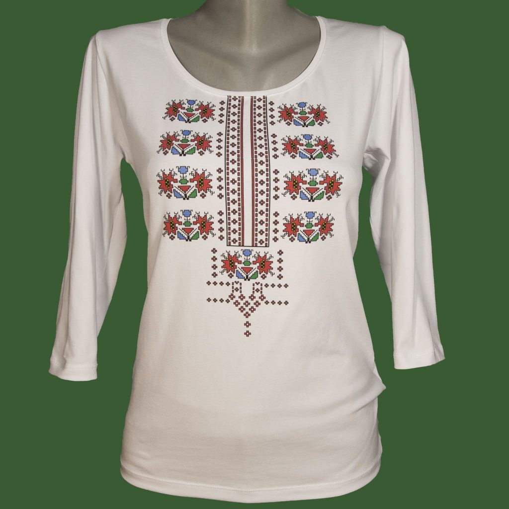 Блузаа с българска шевица