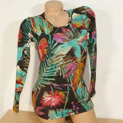 Блуза с рисувани тропически цветя