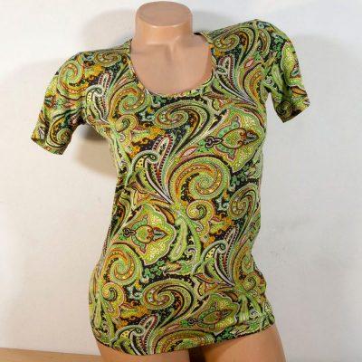 Блуза с кашмирен десен в зелено с къс ръкав