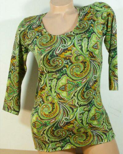 Блуза с кашмирен десен в зелено с 7/8 ръкав